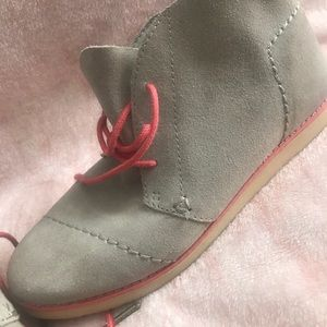 TOMS soft beige bootie style shoes